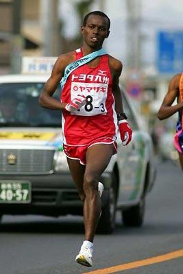 Samuel Wanjiru élément clé de son équipe d'Ekiden, au Japon
