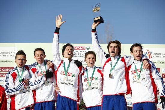 L'équipe de France Espoir championne d'Europe de cross-country (de gauche à droite : Sofiane Boulekouane, Michaël Gras, Romain Collenot-Spriet, Matthieu Lonjou, Tanguy Pepiot et Simon Denissel)
