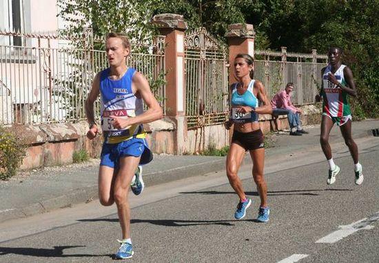 Aline Camboulives, victorieuse aux Championnats de France de semi-marathon, le 22/09/2013 entre Montbéliard et Belfort. Cliché de « VO2 Run In Live ».