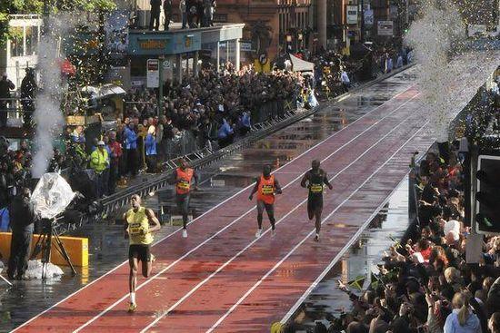 Usain Bolt dans les rues de Manchester pour un 150m en 2009